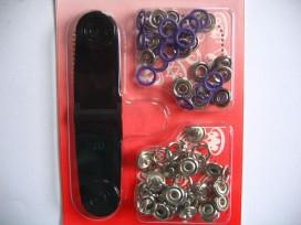 Babydrukkers. Donkerpaarse inslag drukknoop met werktuig. Een open rondje. Doorsnee 9.7 mm. 15 stuks per pakje
