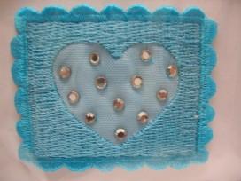 Aqua vierkant met hartje en steentjes.