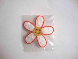 Bloem applicatie Wit/oranje met een geel gezichtje