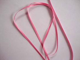 Roze satijnlint dubbelzijdig van 3 mm. breed.