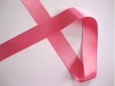 Roze  satijnlint dubbelzijdig van 25 mm. breed.