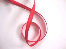 Rood biaisband van 12 mm. breed.