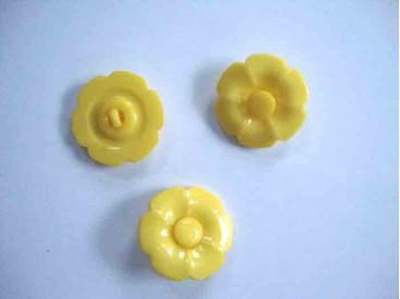 Bloemknoop met hart Geel 25mm. bh25geel