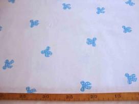 Een offwhite katoen met gedraaide aquakleurige kleine strikjes. Van Lina Brown. 100% katoen 1.45 mtr. br.