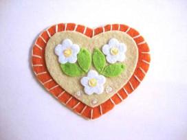 Hartjes applicatie Vilt Oranje/zand met 3 bloemen