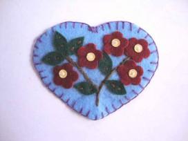 Hartjes applicatie Vilt Blauw met 5 bloemen