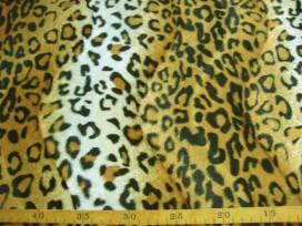 Een bontachtige velboa panter print. Naar 2 kanten, in golf, geschoren. Voor kleding, decoratie en interieur. 100%pes 1.60 mtr.b