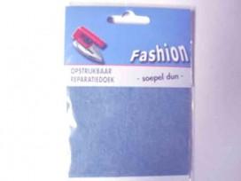 Reparatiedoek van licht jeans. Zo kunt u in 1 keer een groot oppervlak repareren. Opstrijkbaar 10 x 40 cm.