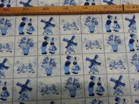 Delfts blauwe stof. Dit is de originele print van vroeger herdrukt. Blokje is 5.5x5.5 cm. 100% katoen 1.40 mtr. breed