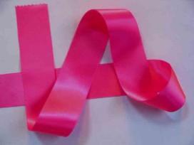 Donker Pinkkleurig satijnlint dubbelzijdig van 40 mm. breed.