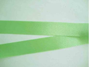 Lichtlime kleurig satijnlint dubbelzijdig van 25 mm. breed.