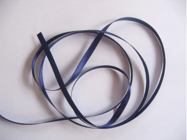 Dubbelzijdig Donkerblauw satijnlint van 3 mm. breed.