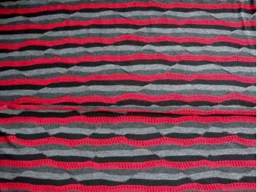 Tricot streep Rood/zwart/grijs met golfen gaatjes 1588-16N