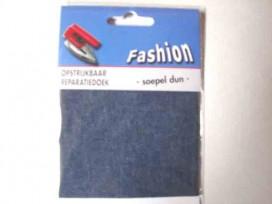 Reparatiedoek van jeans. Middelblauw Zo kunt u in 1 keer een groot oppervlak repareren. Opstrijkbaar 10 x 40 cm.