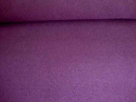 Een soepelvallende gebreide paarse tricot. Voelt aan als katoen.  100% polyester  1.45 mtr. br.