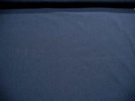 Een effen donkerblauwe katoen die past bij de donkerblauwe boerenbont ruiten, stippen en combi stoffen.  100% katoen  1.45 mtr.b