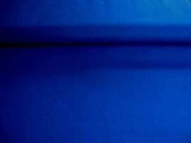 Een effen blauwe katoen die past bij de blauwe boerenbont ruiten, stippen en combi stoffen.  100% katoen  1.45 meter breed.