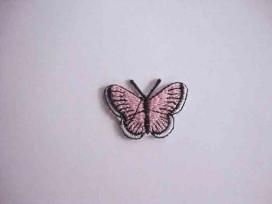 Een opstrijkbare vlinder applicatie van 3 x 2.5 cm. Roze.