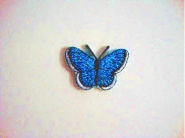 Een opstrijkbare vlinder applicatie van 3 x 2.5 cm. Aqua glitter