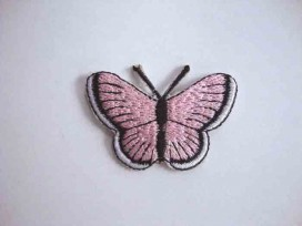 Een opstrijkbare vlinder applicatie van 5 x 3.5 cm. Roze