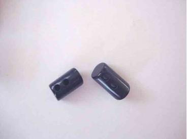 Een donkerblauwe 2 gaats hoorn knebelknoop. van 22mm. lang en 10 mm. doorsnee