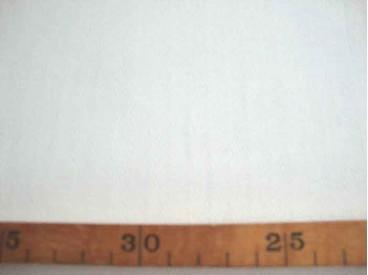 Zware kwaliteit offwhite katoen met een ingeweven visgraat. 61%katoen/39% poly  1.50 mtr. br.  250 gram p/m²