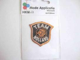 Een opstrijkbare applicatie van 4.5 x 4.5 cm.  Team Holland
