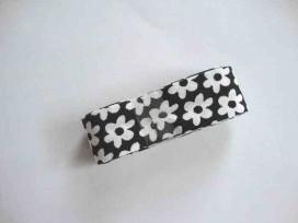 Een bundel biaisband van 2 meter lang. Zwart met witte bloem 2 cm. breed
