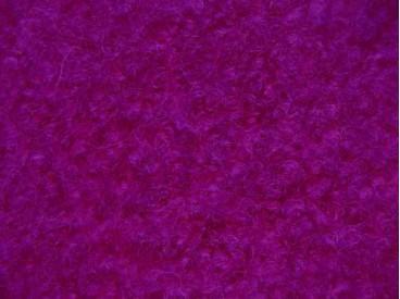 Een mooie zware kwaliteit voorgekookte donker cyclaamkleurige boucle wol.  Zeer geschikt voor jasjes Rafelt niet!  100% wol  1.4