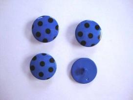 Kobalt kleurige kunststof knoop met een zwarte stip. Doorsnee van 22 mm.