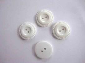 Witte knoop met plat schulprandje 25mm. wk815