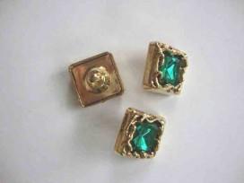 Een vierkant groen/gouden diamant knoop met een afmeting van 20x20mm