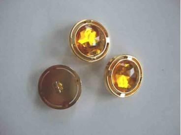 Een ronde geel/gouden diamantknoop met een doorsnee van 22mm.