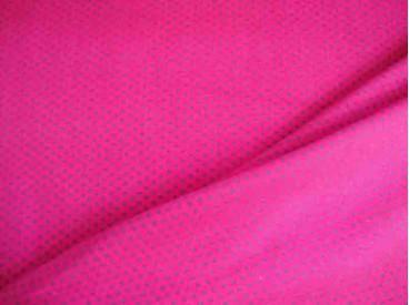 Een pinkkleurige tricot met mini grijze stippen. Rekt zowel in de breedte als in de lengte. 95%co/5%el. 1,50 mtr. br. 200gr/m2