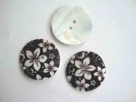 8j Parelmoerknoop met zwart/ivoor bloem 40mm 2596-641ex