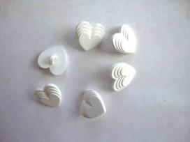 9znx Hartjes knoop Wit met 4 laagjes 15mm. hart212