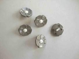 Kinder bloemknoop Grijs met wit hart 15mm. kbk82