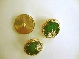Een ronde, groen/goudkleurige kunststof damesknoop met een bloemrand. Doorsnee 25 mm.