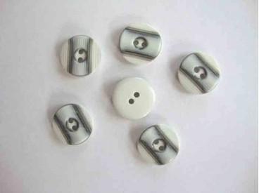 Een zwart/witte kunststof knoop Doorsnee 15mm.
