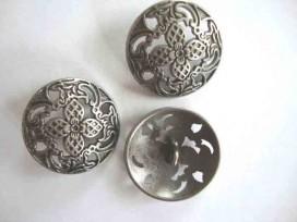 Metalen knoop Opngewerkt met bloem 34mm. 5588-48ex