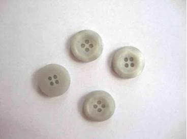 6c Kunststof knoop 4-gaats Lichtgrijs 15mm. 498-S6