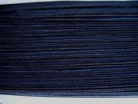 Zwart elastisch paspelband. Aan twee kanten te gebruiken. De ene kant is glanzend en de andere kant is mat.  Kan ook goed in nie