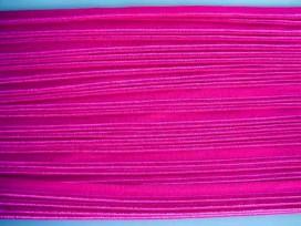 Pinkkleurig elastisch paspelband. Aan twee kanten te gebruiken.  De ene kant is glanzend en de andere kant is mat.