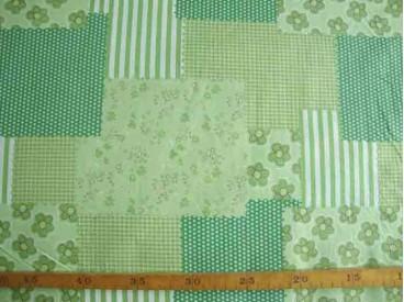Een limegroene patchwork print. 100% katoen 1.50 mtr. br.