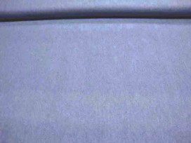 Een dunne, soepelvallende lichtjeansblauwe jeans. Blousekwaliteit. 100% katoen 1.50 mtr.br.