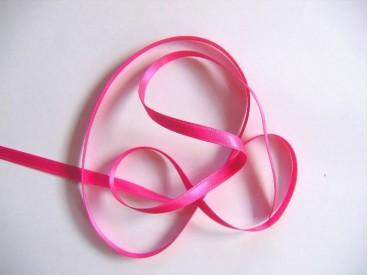 Pinkkleurig satijnlint dubbelzijdig van 8 mm. breed.