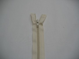 Creme kleurige deelbare fijne rits. 70 cm. lang.