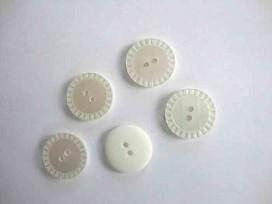 Witte knoop 2-gaats Parelmoerlook 22mm. wk822