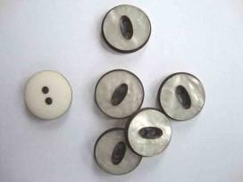 Witte knoop met zwart randje Parelmoerlook 22mm. wk831