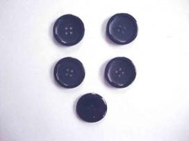 Een kunststof 4-gaats mantelknoop donkerblauw met een doorsnee van 25mm.